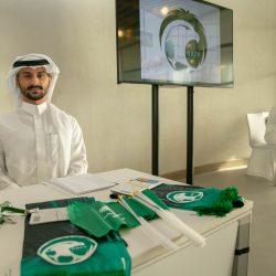 تميمة الأخضر في أبرز المواقع السياحية في دبي