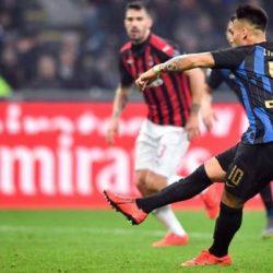 ميلان يصطدم بالإنتر في قمة الدوري الإيطالي