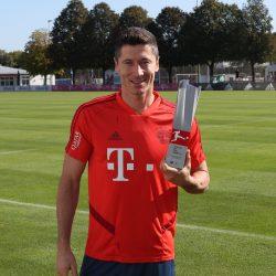 ليفاندوفسكي يُتوج بجائزة لاعب الشهر في الدوري الألماني