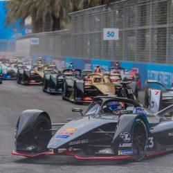 عبدالله الدوسري يتصدر بطولة البحرين للكارتينج