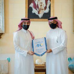 سمو وزير الرياضة يلتقي برئيس الاتحاد الآسيوي لكرة القدم في البحرين