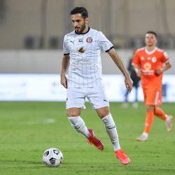 الجزيرة يحافظ على صدارة الدوري الإماراتي رغم التعادل مع عجمان