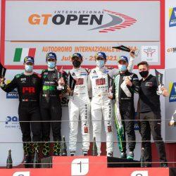 العماني الفيصل الزبير يظفر بكأس الجولة الرابعة للبطولة الدولية المفتوحة GT بإيطاليا
